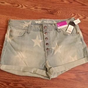 High waisted star-bleached jean shorts ⭐️